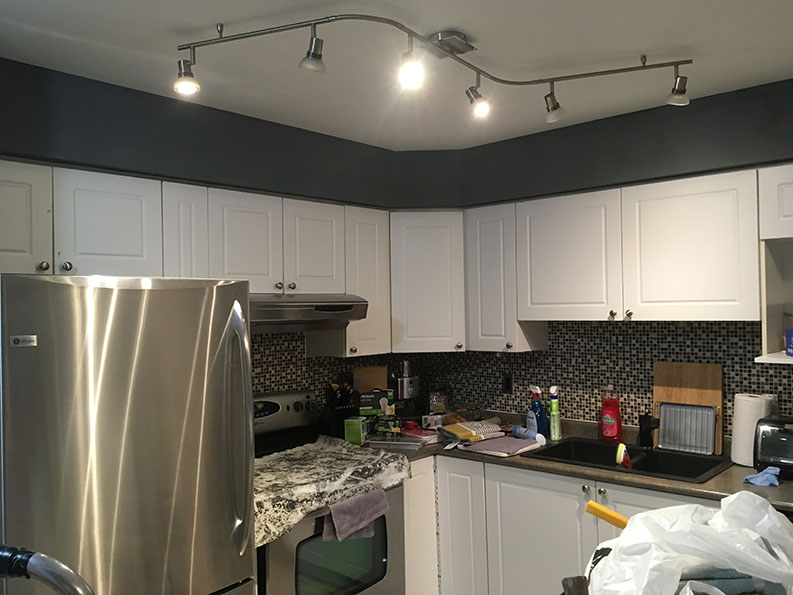 painting of bulk head in kitchen by painting company PG PAINT & DESIGN in Ontario Ottawa