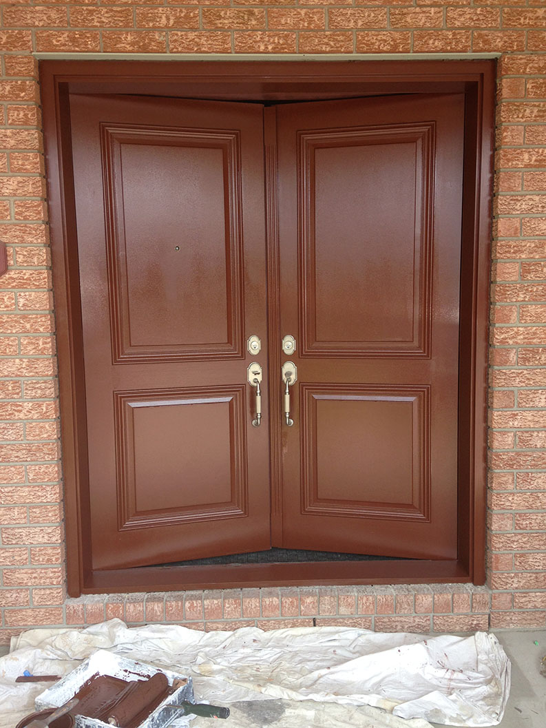painting of exterior doors by PG PAINT & DESIGN professional painter in Ottawa