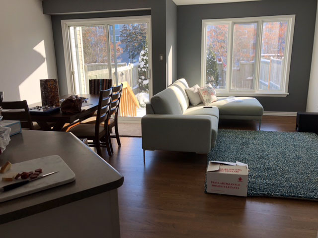 painting of family room kitch and dining room area by Ottawa painters PG PAINT & DESIGN