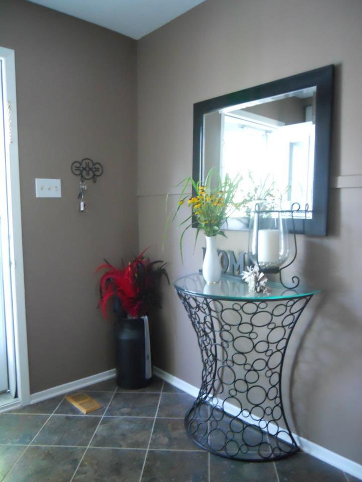 painting of hallway entrance by PG PAINT & DESIGN