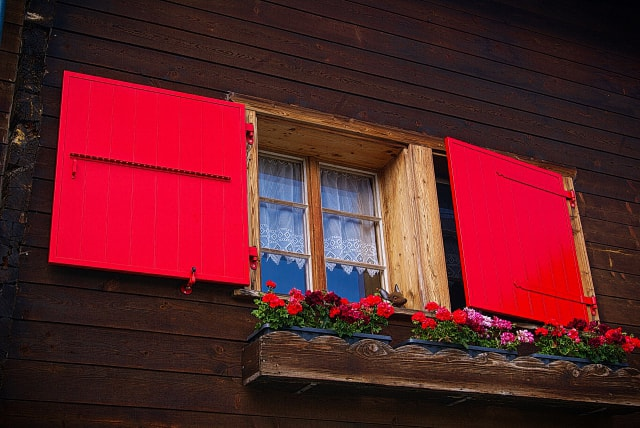 window painted with red color by PG PAINT & DESIGN